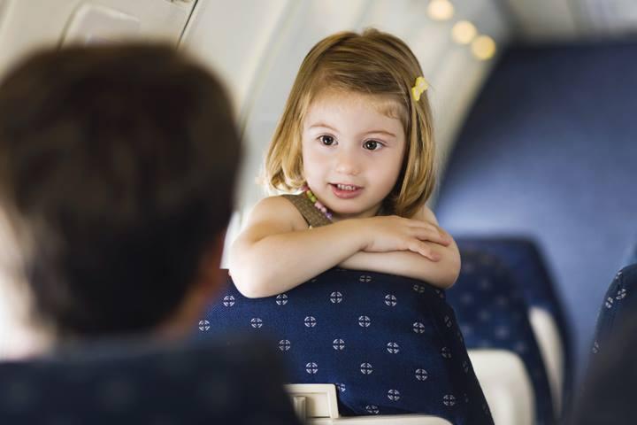 Чем занять ребенка в самолете?