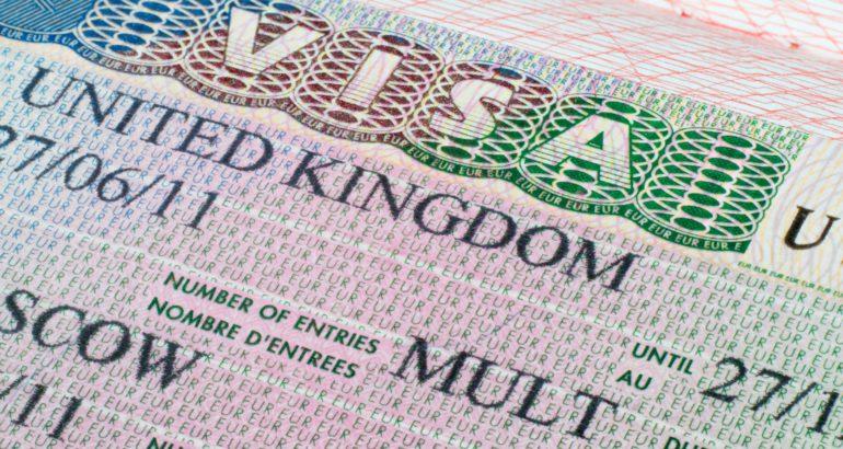 Россияне приоформлении визы вБританию могут оставить присебе паспорт